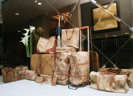 Nhà lầu, xe sang và BST vali hàng hiệu của Đàm Vĩnh Hưng 13