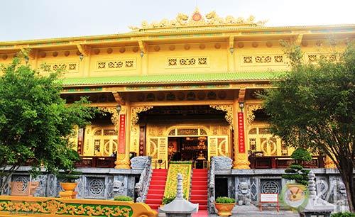 Chiêm ngưỡng đền thờ dát vàng giá ngàn tỷ tại Việt Nam 2