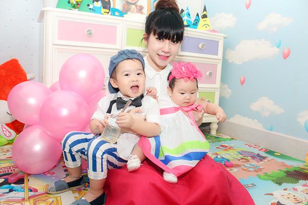 Con trai Lý Hải đòi hôn bạn gái cùng lớp trong sinh nhật 2 tuổi 8
