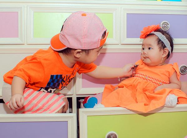 Con trai Lý Hải đòi hôn bạn gái cùng lớp trong sinh nhật 2 tuổi 11