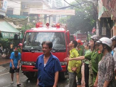 Hà Nội: Quán cơm cháy dữ dội, trẻ sơ sinh suýt chết 2