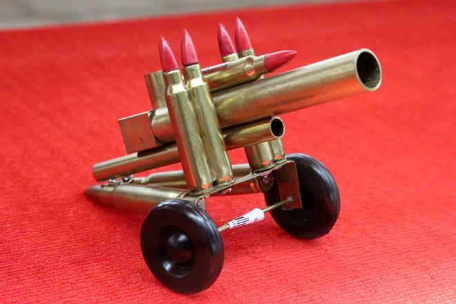 Hàng lưu niệm bằng vỏ đạn giá dưới 100.000 đồng ở Sài Gòn 5