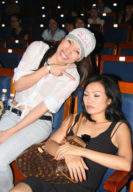 Tư thế ngủ gật hài hước của sao Việt 13