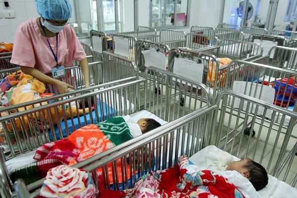 Chỉ người thân mang thai hộ: Chặn nguy cơ thương mại hóa đẻ thuê 1