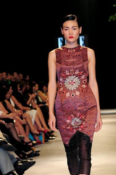 Người mẫu Minh Tú diện váy cưới lộ phần nhạy cảm 10