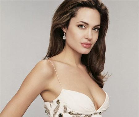 """Đấu giá """"hình ảnh"""" Angelina ngực trần sau phẫu thuật 2"""