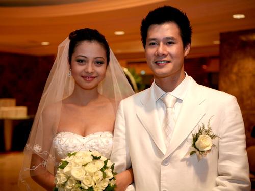 """Những cô vợ """"Hoa hậu"""" nổi tiếng của sao nam Việt 18"""
