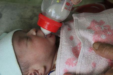 Kỳ diệu cuộc giải cứu thành công một bé gái bị chôn sống 3