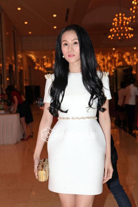 Ngọc Trinh hàng hiệu dát đầy mình vẫn lép vế trước hoa hậu hoàn vũ Thái Lan 18