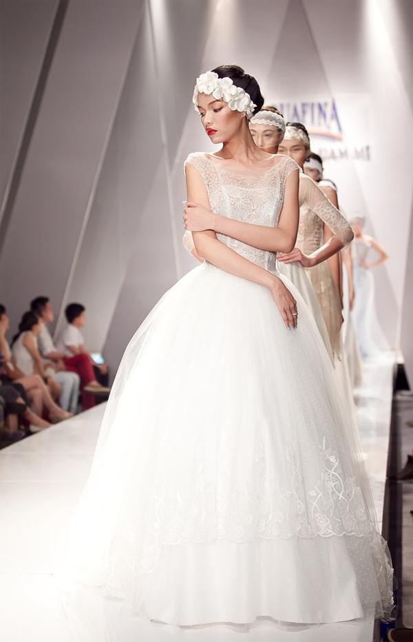 Những mẫu váy lộng lẫy mới nhất cho tháng 4 5