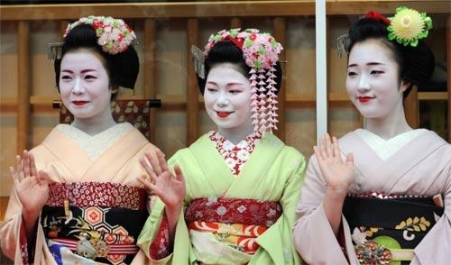 Ngắm các nữ sinh geisha Nhật xinh đẹp xuống phố 2