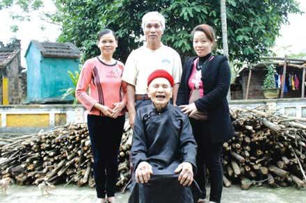 Hà Nội: Cụ ông 90 tuổi mọc lại cả hàm răng 3