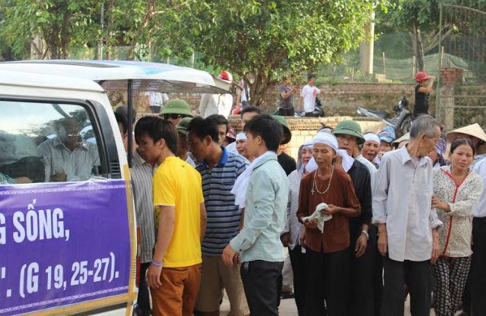 Xóm nghèo đau đớn đón thi thể vụ tai nạn thảm khốc tại Thái Lan 2