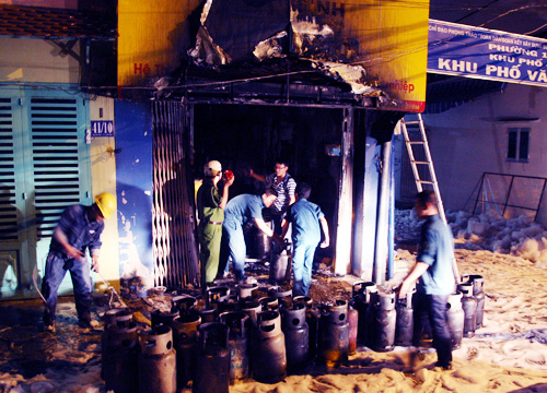 Nổ đại lý gas trong đêm, cả khu dân cư hỗn loạn 1