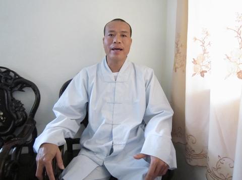 """Sư trụ trì giải thích tượng Phật """"giống mình"""" 1"""