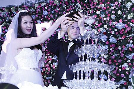 Cô dâu Thuỳ Trang lấp ló ngực đầy 5