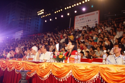 Ngắm hình ảnh rực rỡ tại lễ hội Carnaval Hạ Long 2013 15