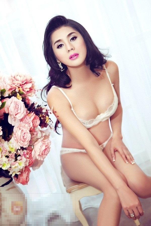 Những bộ ảnh khoe thân 'gây bão' showbiz Việt 2013 15