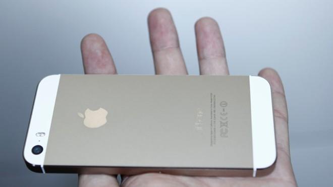 Mở hộp iPhone 5S vừa về Việt Nam 12