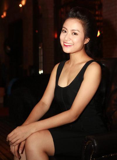 Hoàng Thùy Linh nhí nhảnh mừng sinh nhật tuổi 25 1