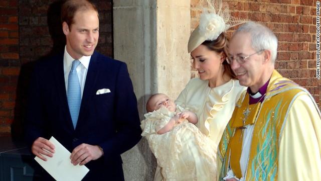 Đáng yêu Hoàng tử George tròn 8 tháng 2