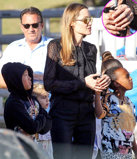 Angelina Jolie đeo nhẫn mới làm rộ tin đồn đã kết hôn 1