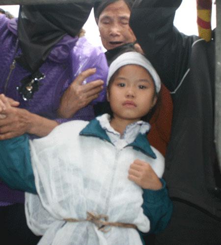 Những đứa trẻ bơ vơ sau vụ hỏa hoạn tại Zone 9 2