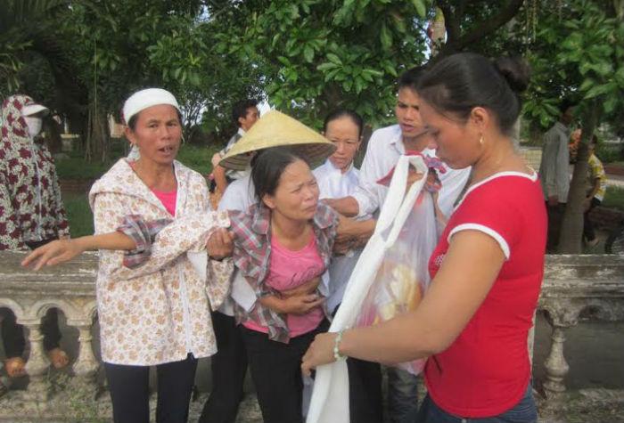 Xóm nghèo đau đớn đón thi thể vụ tai nạn thảm khốc tại Thái Lan 6