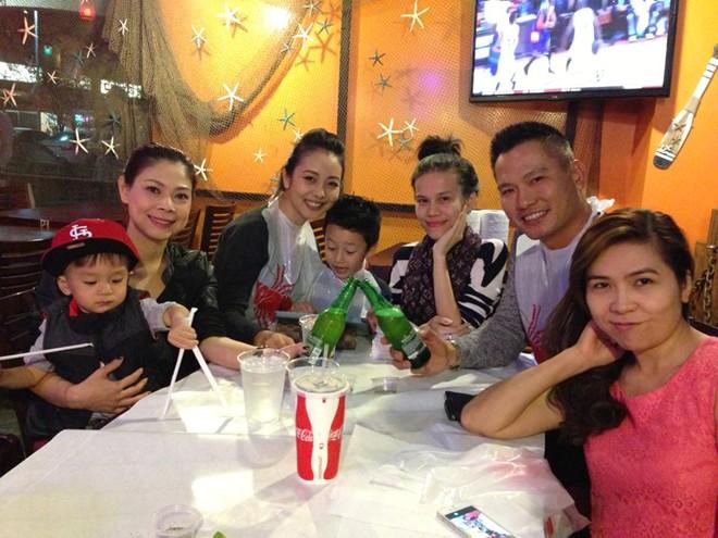 Thanh Thảo và vợ chồng Jennifer Phạm rủ nhau đi bar 4