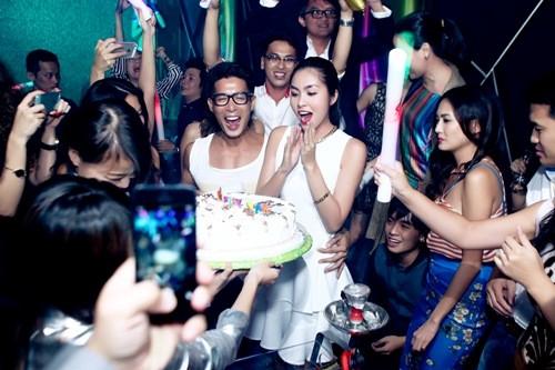 Hà Tăng đón sinh nhật đầu tiên bên chồng 2