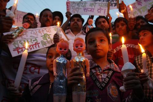 Bé 15 tháng tuổi bị cưỡng hiếp ở Ấn Độ 1