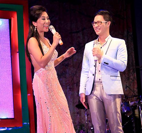 Quang Lê tặng fan nữ một nụ hôn ngọt ngào trên sân khấu 11