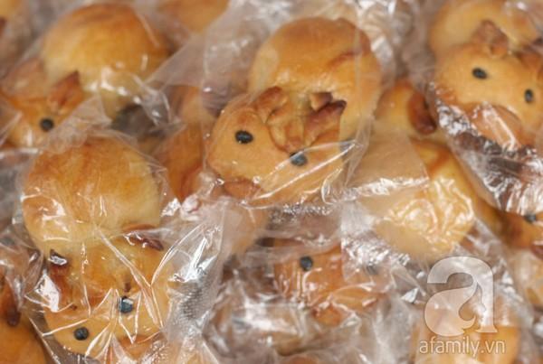 Bánh Trung hạ giá 2.000 đồng/chiếc, mua 10 tặng 1 10