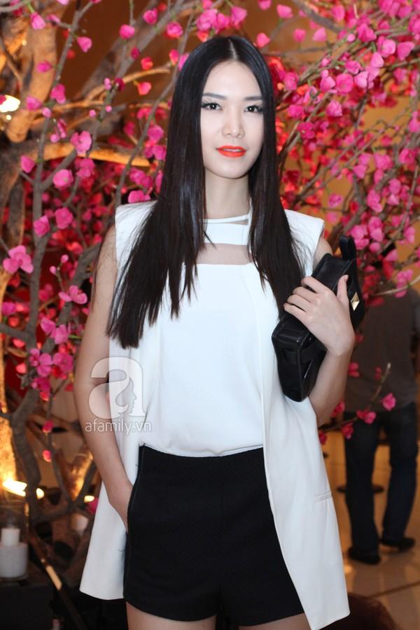 Mỹ nhân Việt lộng lẫy váy trắng trên thảm đỏ 11