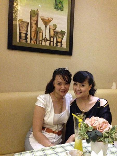Chị gái Vân Dung lần đầu lộ diện 4
