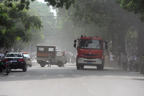 Hiện trường vụ cháy xe bồn trong cây xăng 8