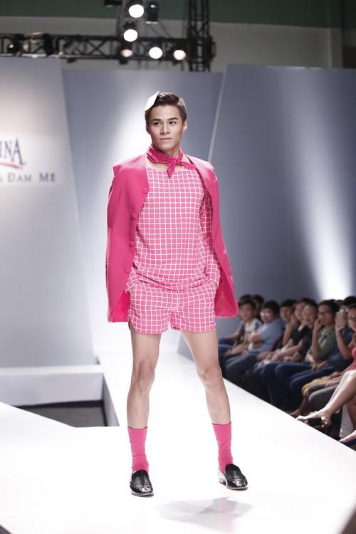 Giật mình mẫu nam Việt mặc vest không quần, diện váy hồng xuyên thấu 10