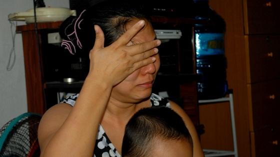 Phụ huynh khóc ngất khi xem clip bảo mẫu hành hạ trẻ em ở Thủ Đức 2