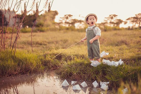 Con trai Lý Hải sành điệu tung tăng trên đồng cỏ 2