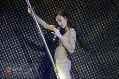 Angela Phương Trinh diện đồ như Can Lộ Lộ lên sân khấu 6