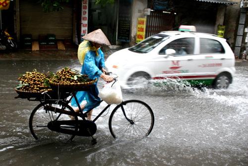 Đường phố Hà Nội ngập nước do bão số 5 1