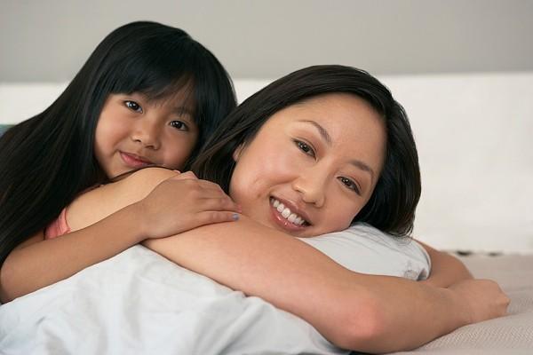 Bí quyết để mẹ giúp con có mái tóc đen bóng 1
