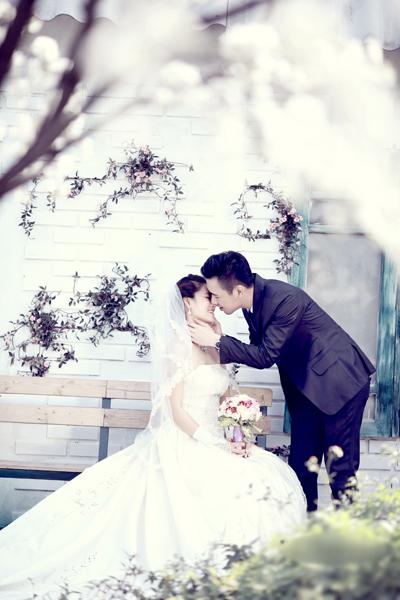 Chiêm ngưỡng ảnh cưới đẹp long lanh của Hoa hậu Biển Vân Anh 8