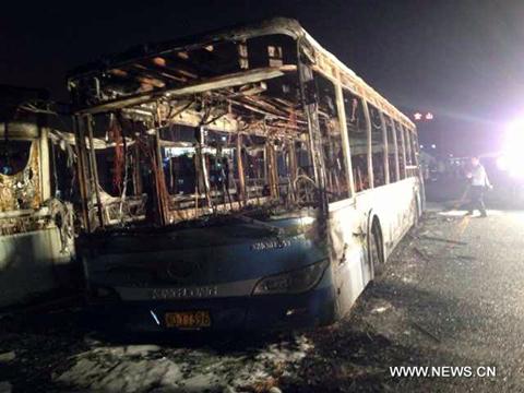 Hàng chục người chết cháy trong xe buýt 1