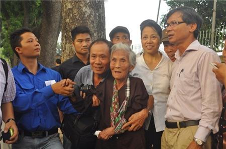 Cụ 110 tuổi vào viếng Đại tướng khiến nhiều người rơi lệ 2