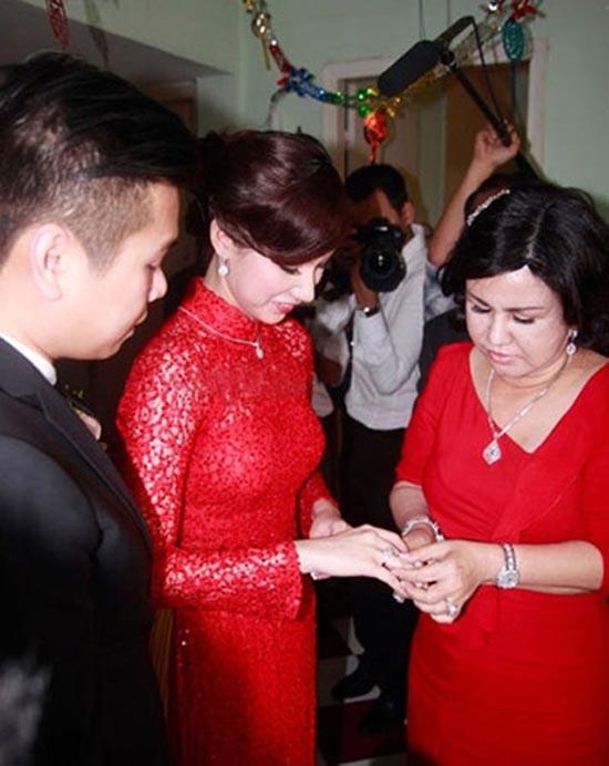 Những khoảnh khắc đặc biệt của Sao Việt và mẹ chồng 12