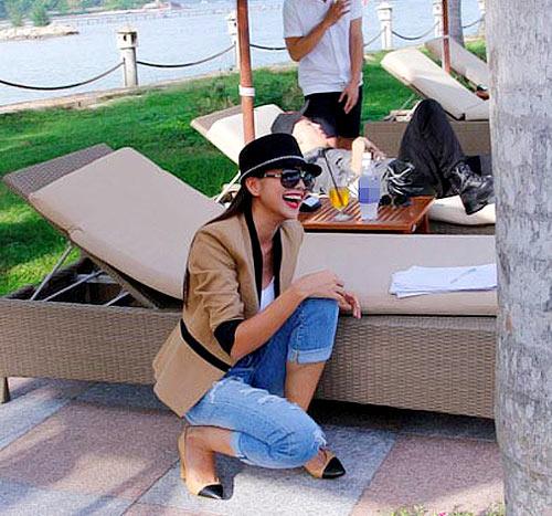 Thanh Hằng mặc jeans sành điệu 9