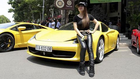 Bà chủ 8x mở quán café, chơi siêu xe Ferrari 1