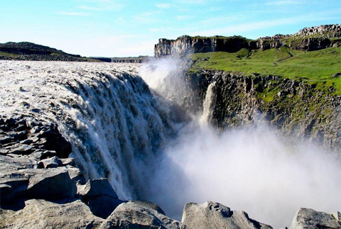 """Vẻ đẹp """"mê hồn"""" của thác nước 'dữ dội' nhất châu Âu 8"""