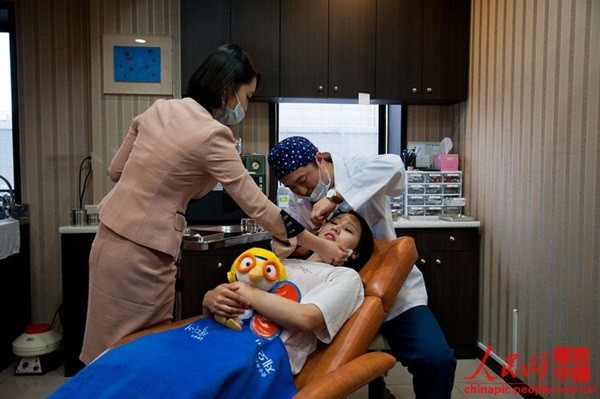"""Toàn cảnh quy trình phẫu thuật thẩm mỹ của thiếu nữ Hàn gây """"sốt"""" 13"""
